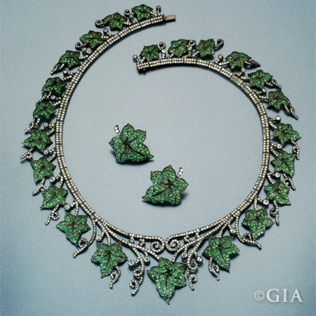 Tasavorite diamond necklace_Garnet