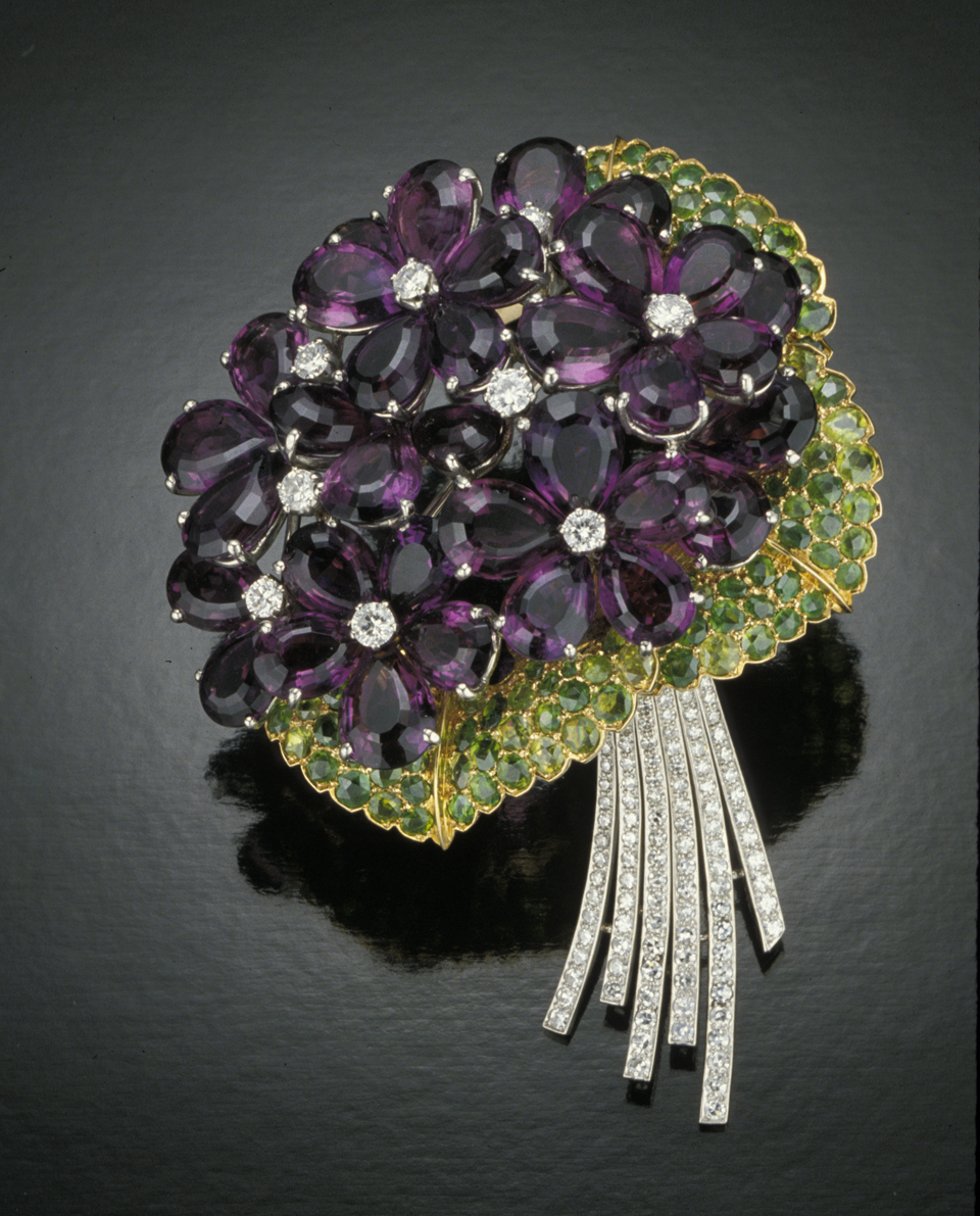 Cartier brooch diplays violets made from amethyst and diamonds. (c) GIA & Tino Hammid