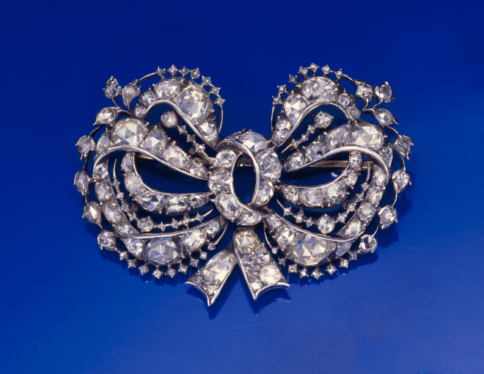 Late Georgian/early Victorian antique brooch. Photo by David Behl, © Janet Mavec & GIA