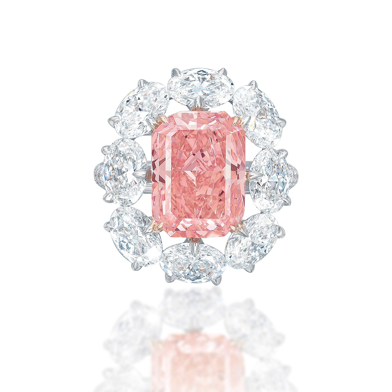 fancy-vivid-pink-rectangular-cut-diamond-ring