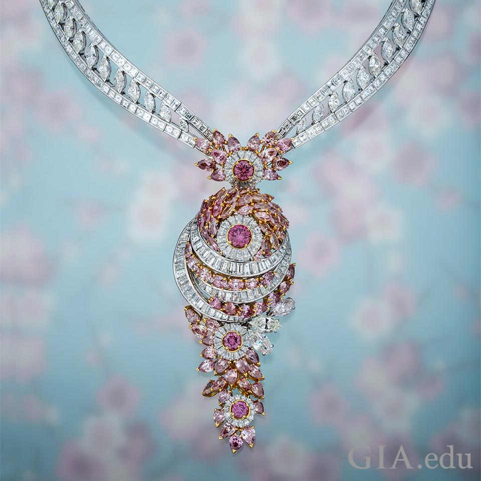 ピンク ダイヤモンドのネックレス。