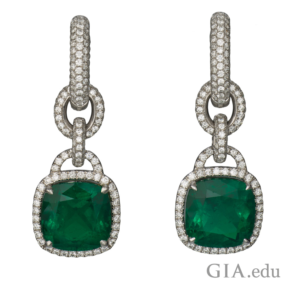 Cushion cut Colombian emeralds earrings