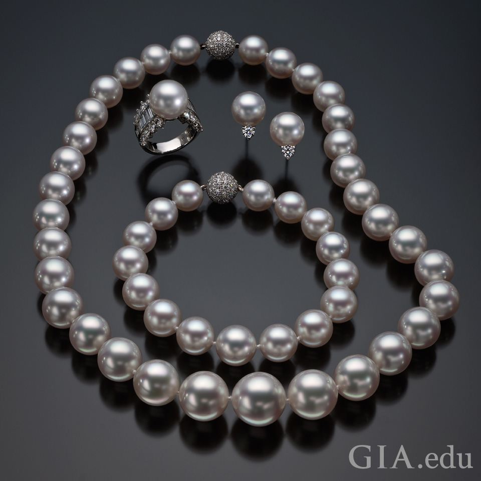 Pearl quality: examples of fine quality pearls