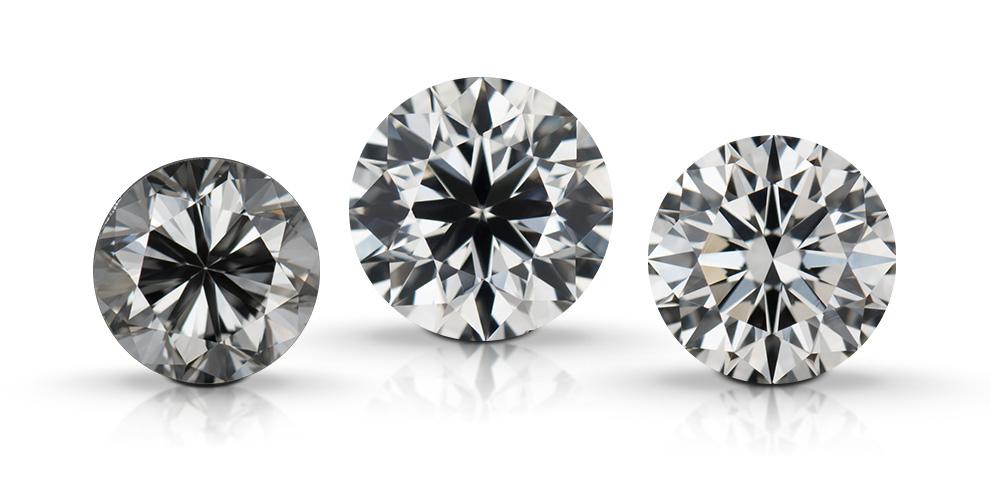 圆形明亮式钻石展示了钻石的切工品质对外观特点的影响。 这些钻石从左到右依次为:不良切工、良好切工、极优切工。