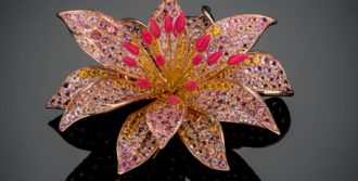 18K yellow and rose gold flower pin