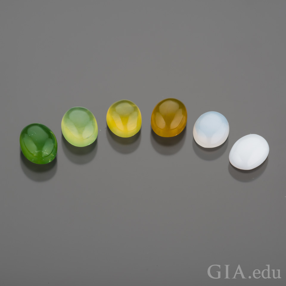 Various colors of opals