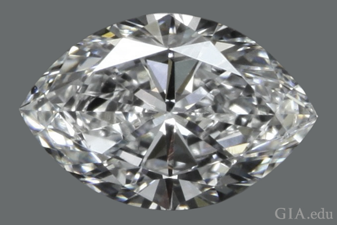 0.72 克拉的马眼形钻石,长宽比为 1.5:1。