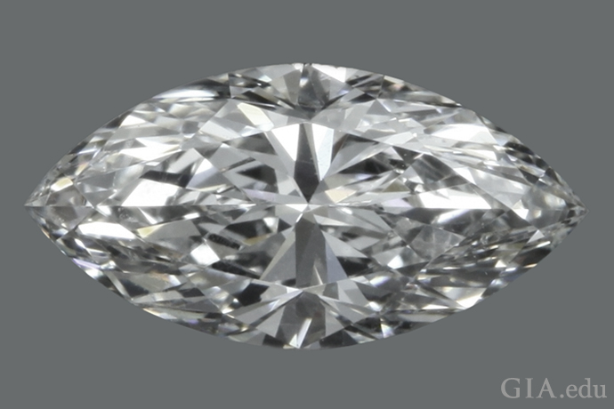 1.33 克拉的马眼形钻石,长宽比为 2:1。