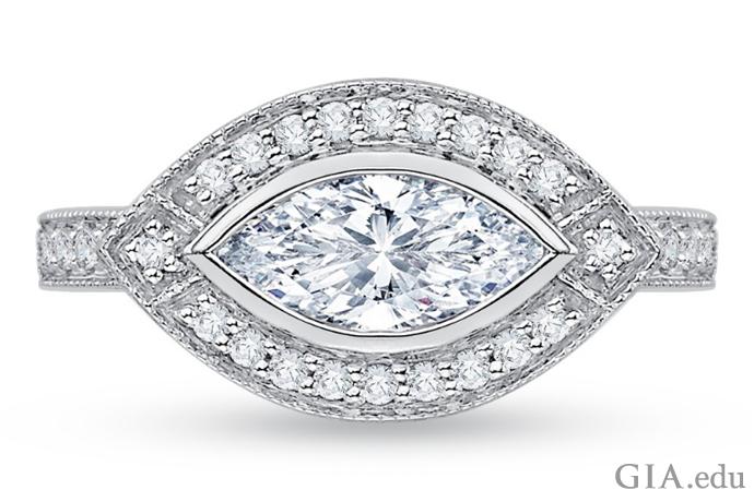 """马眼形钻石为""""东/西""""方向而非""""南/北""""方向。"""