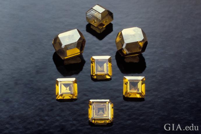 数十年前,大多数采用 HPHT 法生长的合成钻石都呈黄色或褐色。但现在,大多数 HPHT 钻石都为无色。