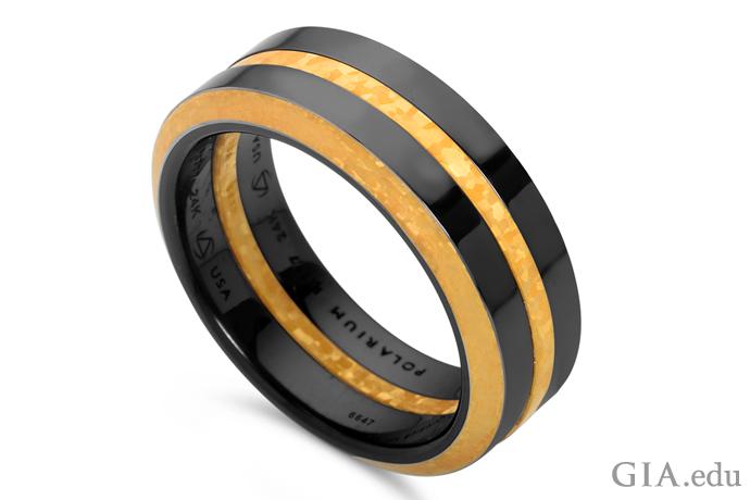 ミッドナイトブルーのPolarium©とローズゴールドの組み合わせは、伝統的な結婚指輪に代わるもの。