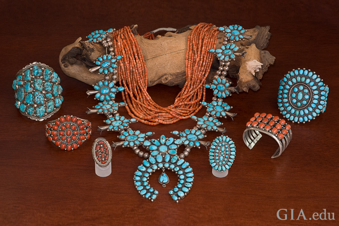 美洲原住民珠宝系列包括土耳其石、珊瑚和银。
