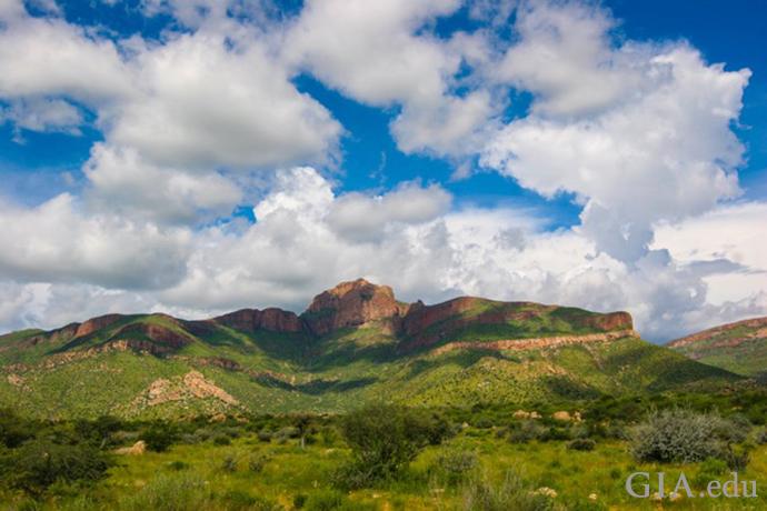 ナミビアのグリーンドラゴン鉱山の丘。