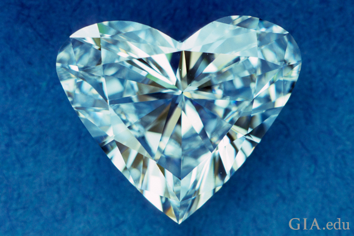Asymmetry detracts from the innate appeal of a heart-shaped diamond as the high shoulders, flatish wings and short length-to-width ratio of this stone illustrate.