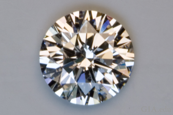 This diamond has an Excellent cut grade: It is very bright and shows an even pattern with good contrast between light and dark areas.