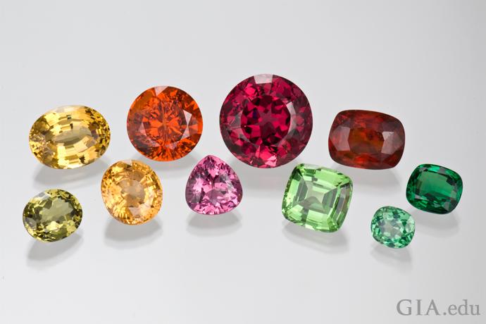 ガーネットの多様な色:黄色、橙色、濃桃色、帯赤橙色、緑色、帯青緑色。