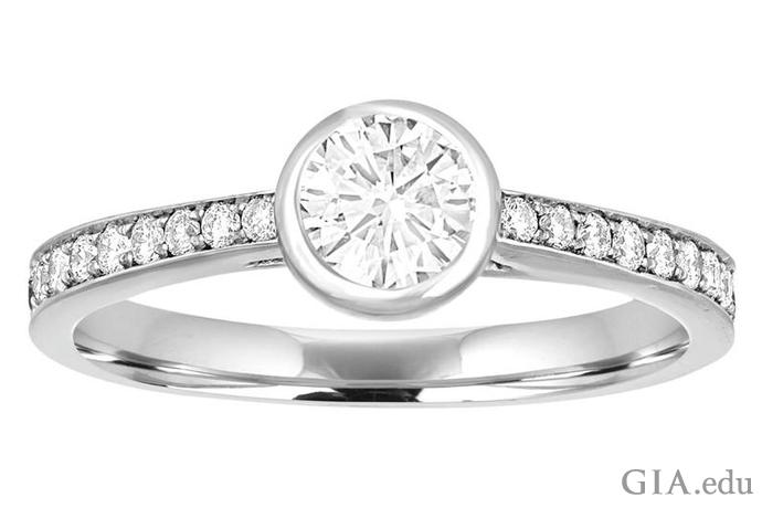 ベゼルセッティングのダイヤモンドの婚約指輪。