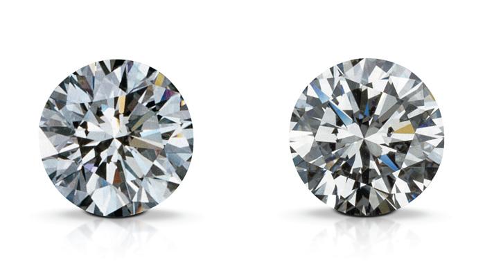 肉眼下,合成钻石(左)和天然钻石(右)看起来一样。