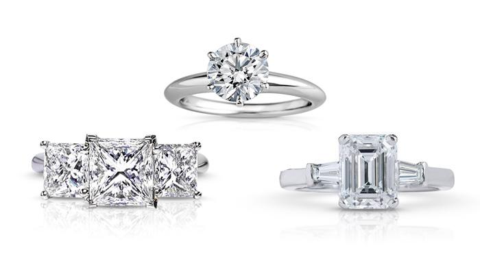 三枚钻石订婚戒指 —— 公主方形切工三石钻戒、圆形明亮式单石钻戒和镶嵌着梯钻辅石的祖母绿切工钻戒。