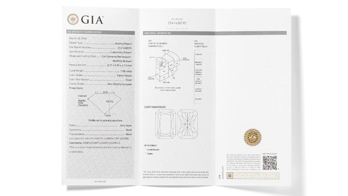GIA 合成カラーダイヤモンドグレーディングレポートには、天然ダイヤモンドを対象とする GIA カラーダイヤモンドグレーディングレポートと同様の情報が記載される。ただし、色とクラリティに関する記述はより一般的な内容となる。