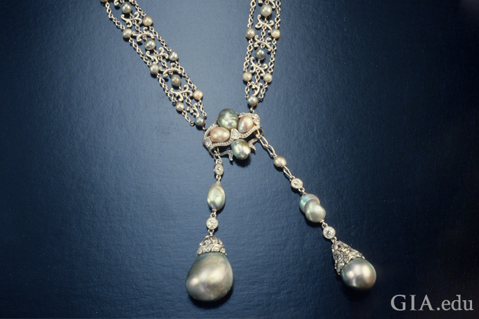 Edwardian natural pearl necklace with alternating light and dark pearls