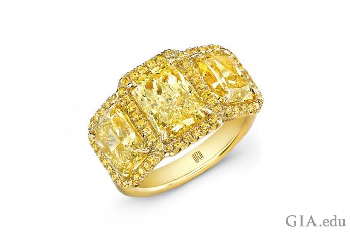 这枚戒指中镶嵌着三颗黄色的雷地恩切磨钻石和圆形黄色米粒钻。
