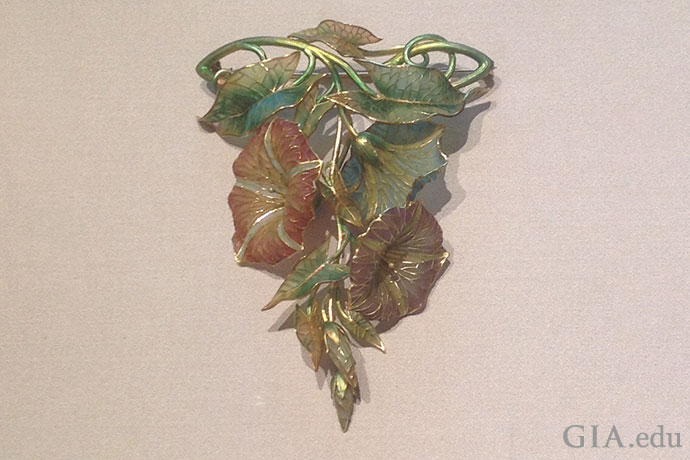 Pink, blue and lavender morning glories are featured in this gold and plique-à-jour enameled corsage ornament, circa 1900.