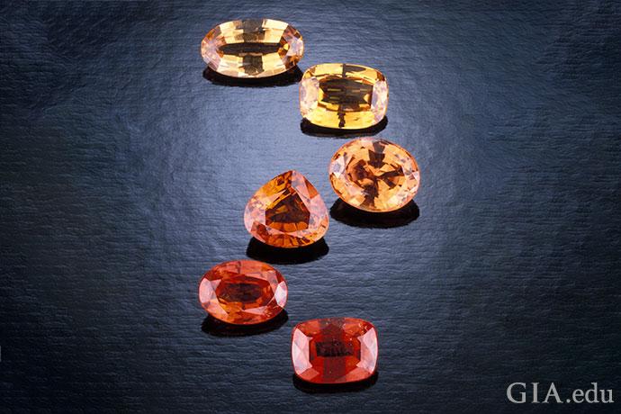 これらのファンシーサファイアの範囲は、イエローから彩度の高い赤みがかったオレンジである。