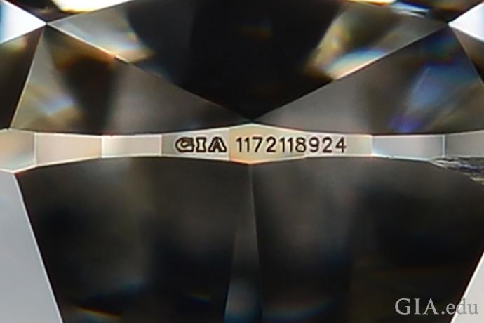 レーザー刻印のついたダイヤモンドは更なる安心を与えてくれる。