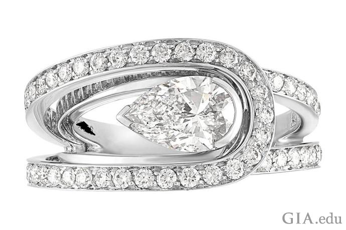 メレーで縁どられた1.01ctのペアシェイプダイヤモンド