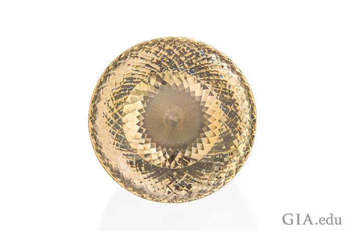 一颗1,002克拉的幻象式切磨拓帕石