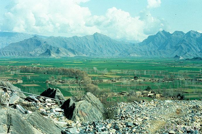 Ghundao Hill是位于巴基斯坦西北部的一个山谷,绿意蓉蓉,以出产十一月生日石拓帕石而闻名。