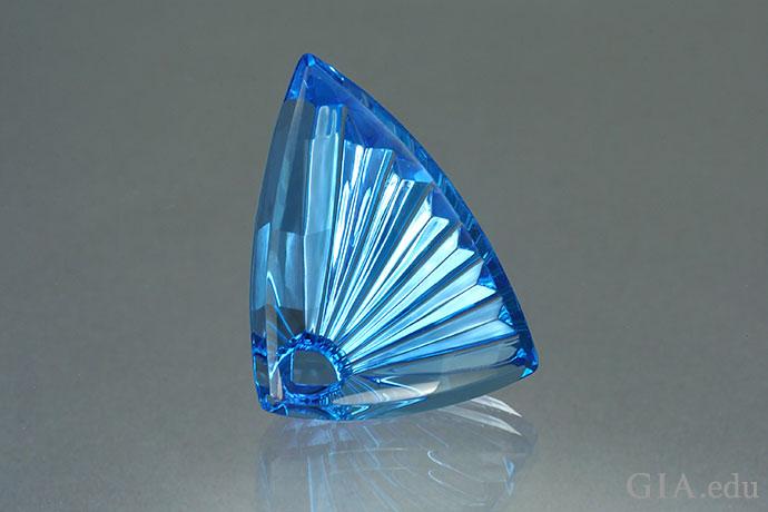 一颗38.56克拉的蓝色拓帕石