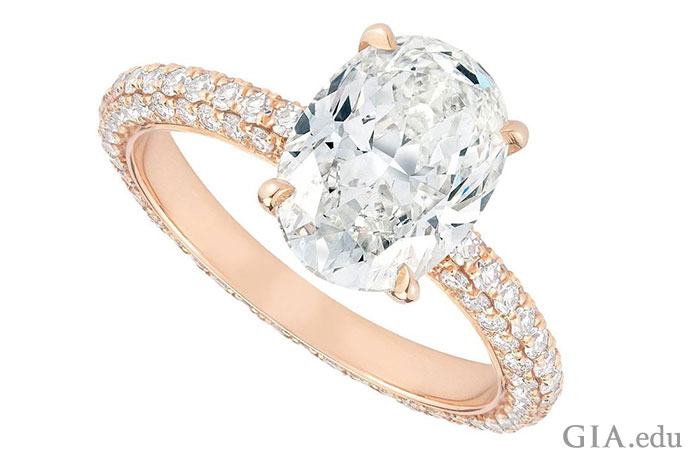 A 2.04 ct oval diamond is set in 18K rose gold