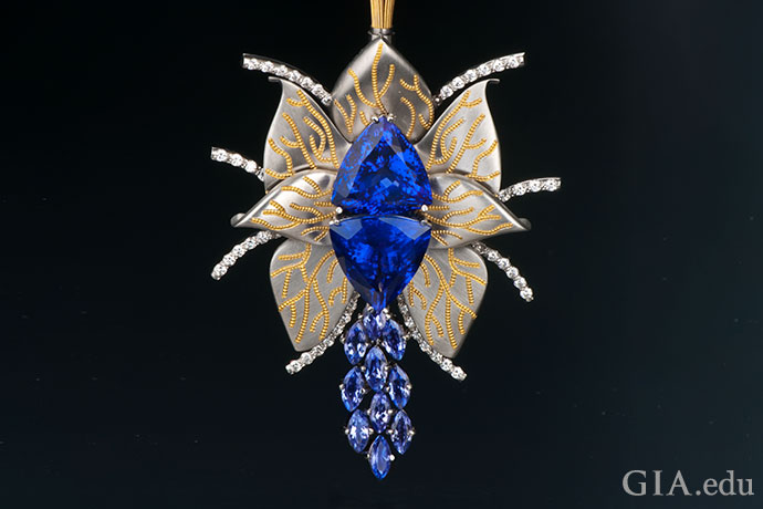 "Some 17.67 carats of tanzanite blossom in Sir Zoltan David's magical ""Flowerfly"" necklace."