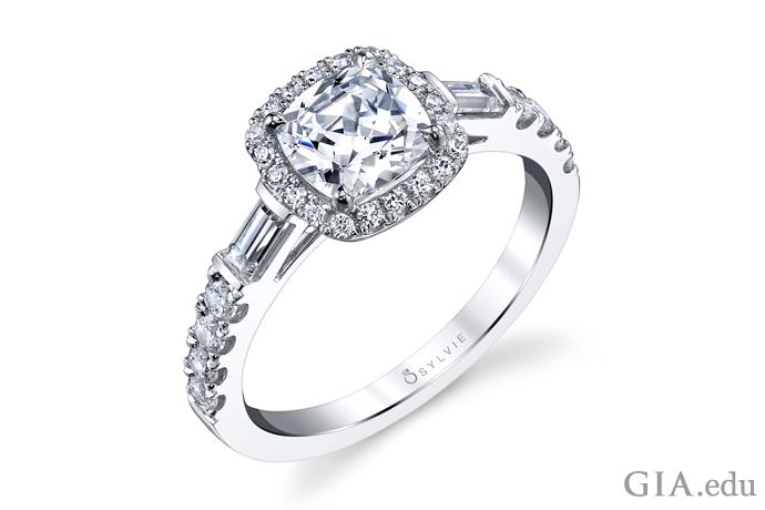 クッションカットダイヤモンドの婚約指輪。