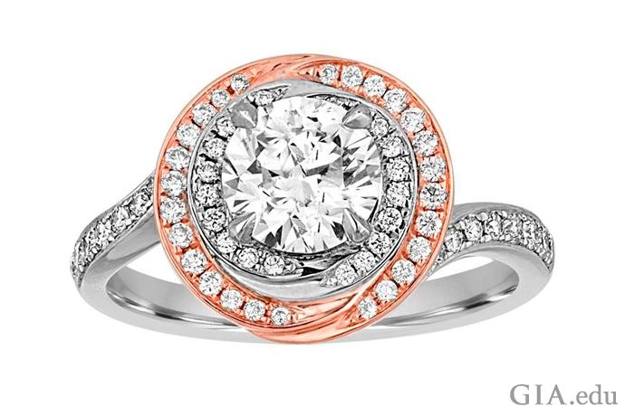 这枚订婚戒指的主石是一颗 1.05 克拉圆形明亮式切工钻石,主石周围是两圈光晕镶的钻石,排列在 18K 白金和玫瑰金镶座之中。