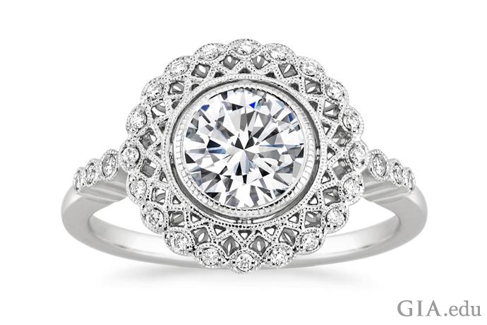 带有齿状设计和交织细节的爱德华时期钻石订婚戒指。