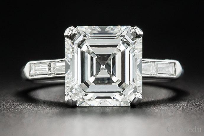 3.30 克拉、Asscher 切工、H 颜色等级的 VVS1 净度钻石。
