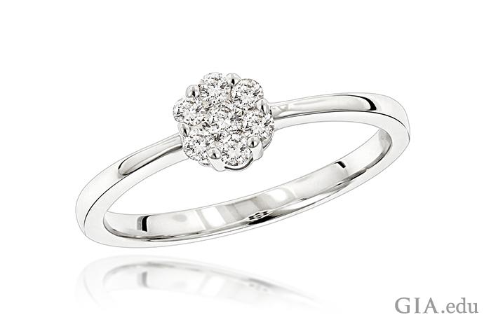 花を形作る0.22カラットのダイヤモンドが特徴の、ダイヤモンドの指輪。