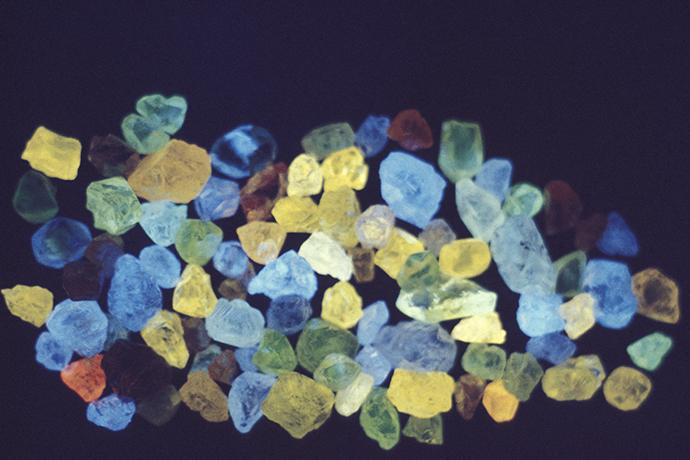 Fluorescent rough diamonds