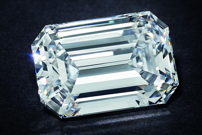 ステップ カットのダイヤモンド