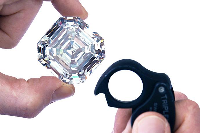 ダイヤモンドとルーペ